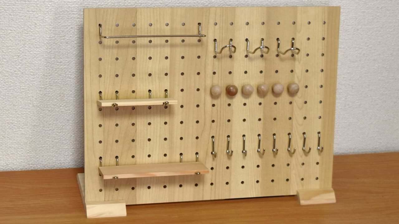 100均ダイソーのデザインボード(有孔ボード)・フック全種を使った様子