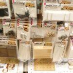 100均ダイソーのデザインボード(有孔ボード)・フック売り場の様子